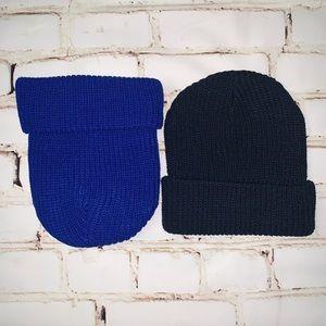 2 chunky knit beanies